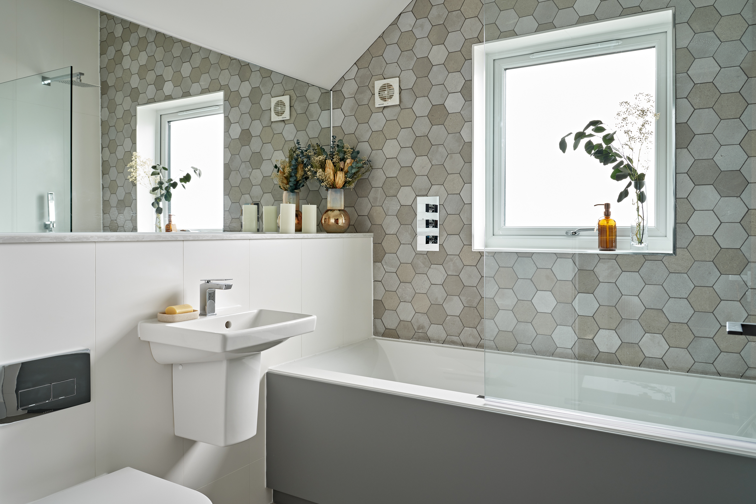 Modern bathroom at Lime Grove, Gloucester by MELT Property